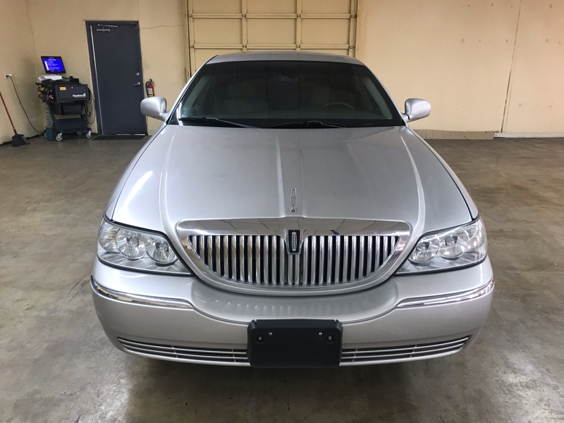 Lincoln Town Car 2006 price $3,900 Cash