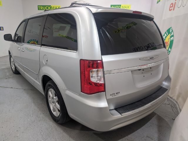 Chrysler Town & Country 2011 price $0