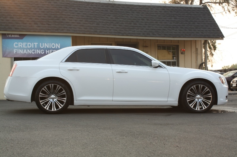 Chrysler 300 2013 price $14,899