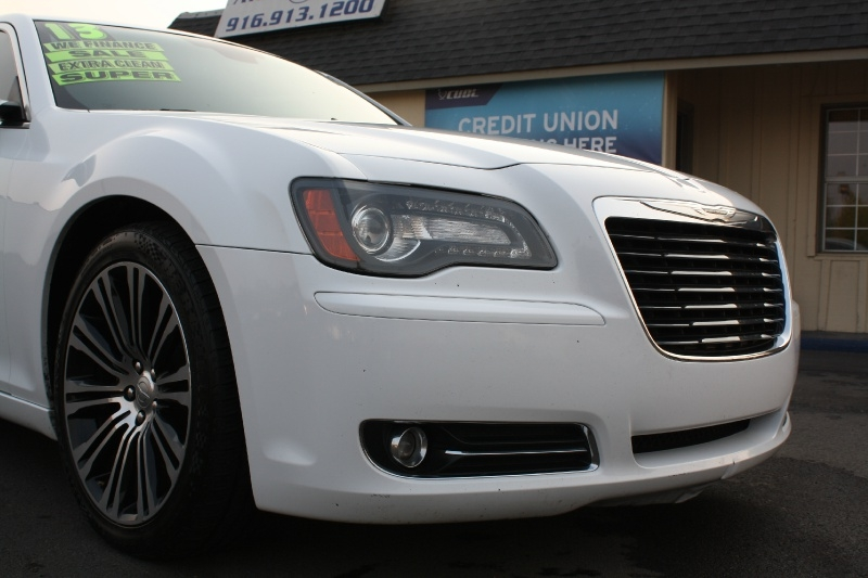 Chrysler 300 2013 price $13,899