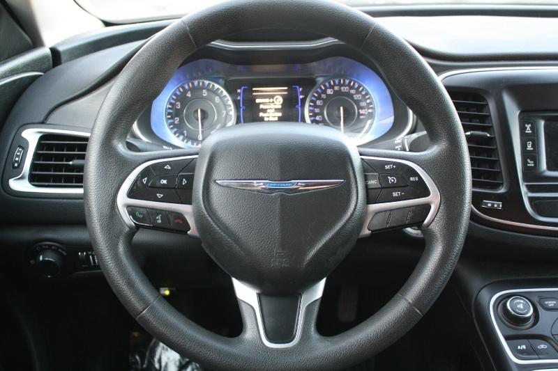 Chrysler 200 2015 price $10,888
