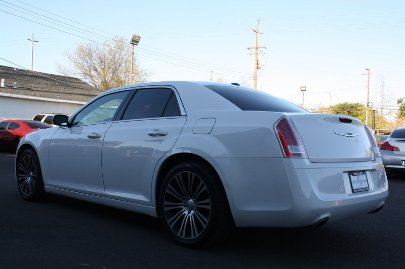 Chrysler 300 2013 price $11,988
