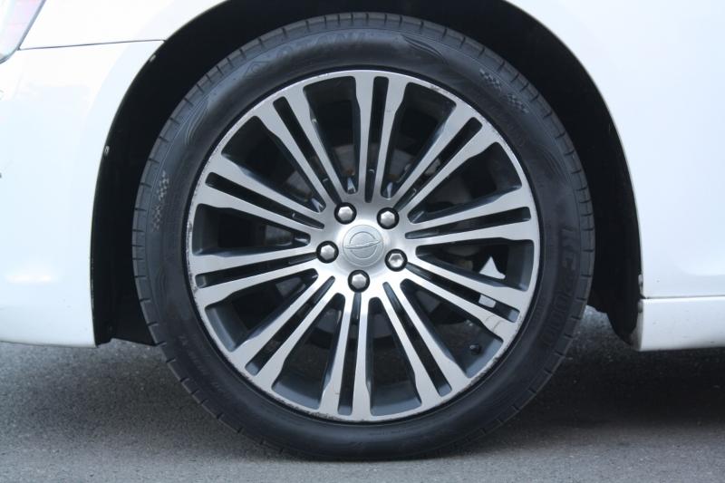 Chrysler 300 2013 price $11,988