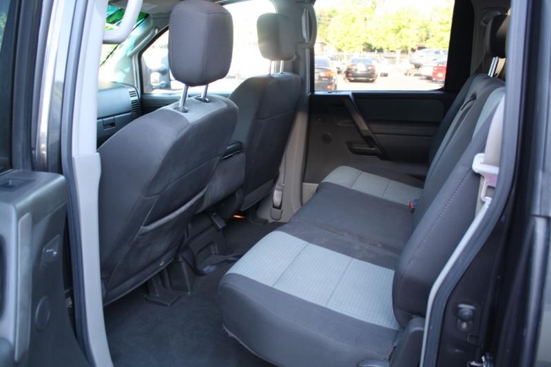 Nissan Titan 2004 price $10,988