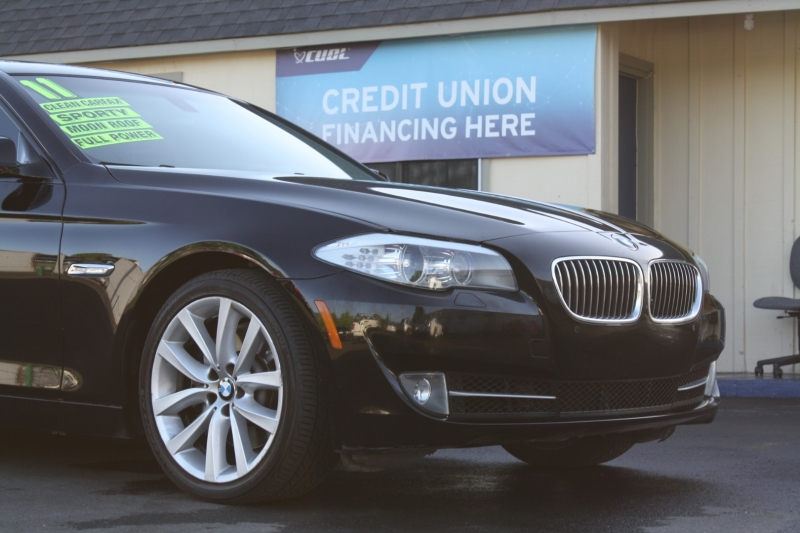 BMW 5-Series 2011 price $12,994