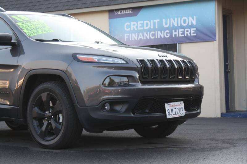 Jeep Cherokee 2018 price $14,985