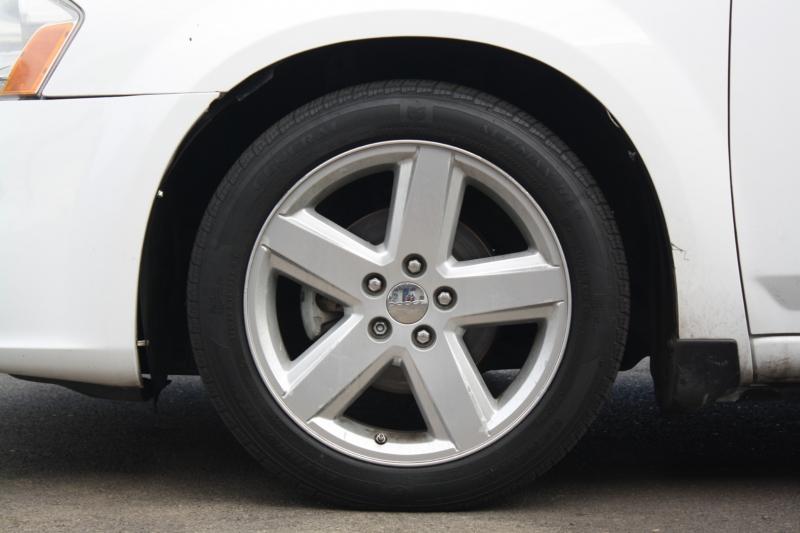 Dodge Avenger 2013 price $7,994