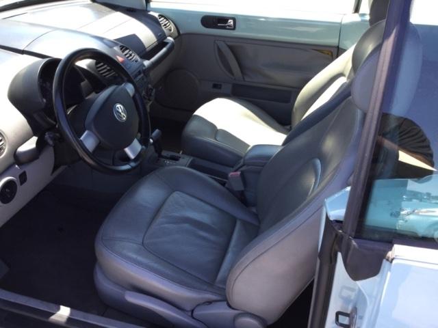Volkswagen New Beetle Convertible 2004 price $2,150