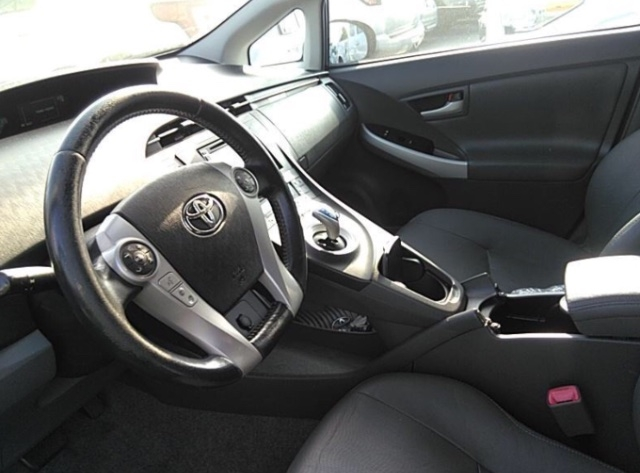 Toyota Prius 2010 price $4,150