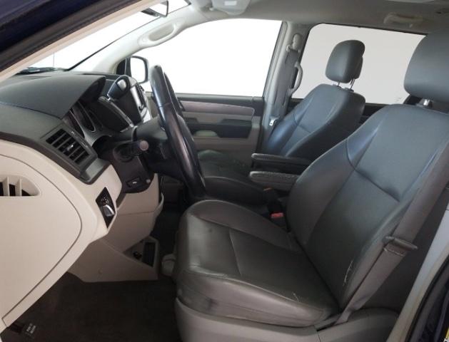Volkswagen Routan 2013 price $6,450