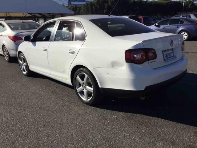 Volkswagen Jetta 2010 price $3,750