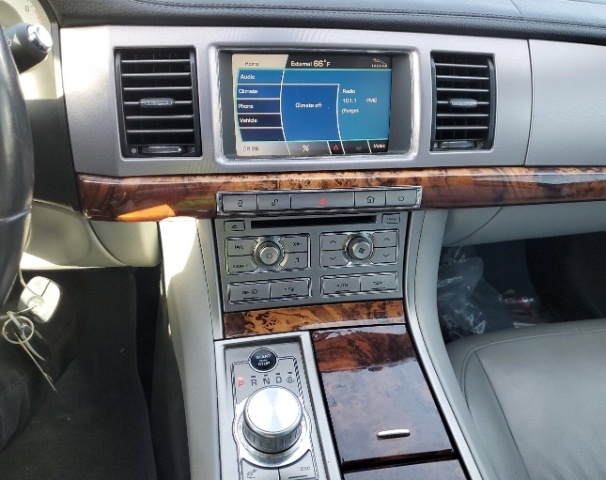 Jaguar XF 2009 price $8,250
