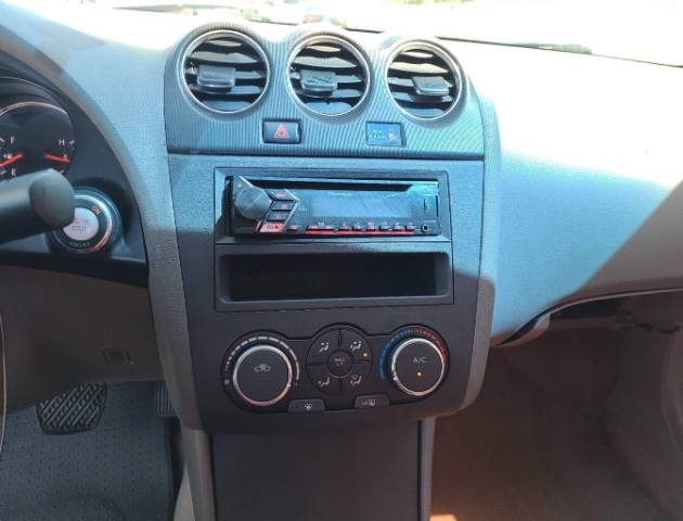 Nissan Altima 2010 price $3,650