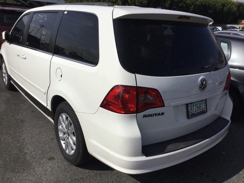 Volkswagen Routan 2012 price $5,250