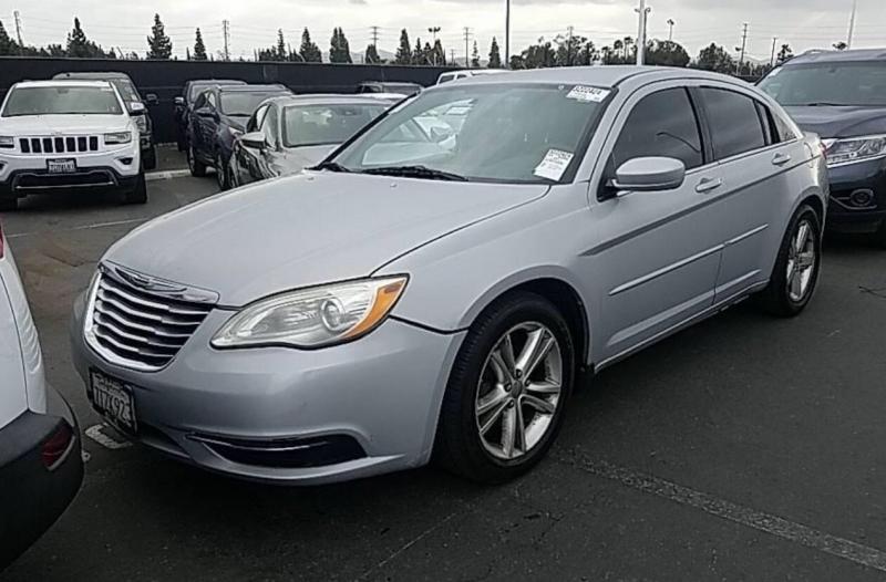Chrysler 200 2011 price $4,750