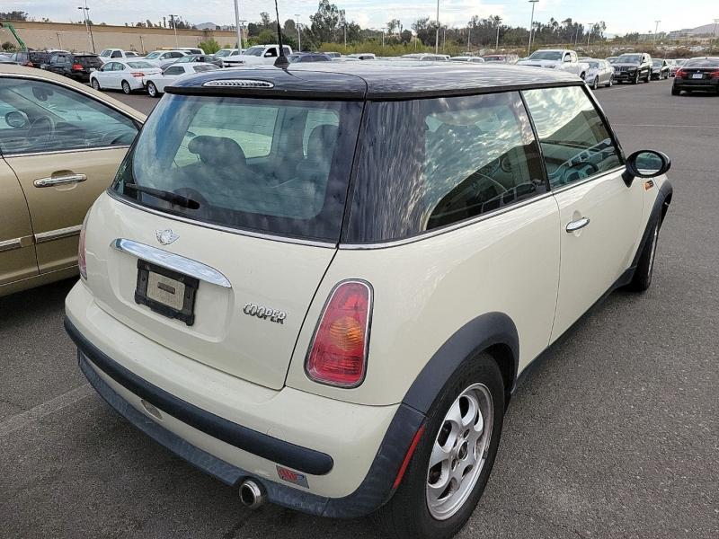 Mini Cooper Hardtop 2004 price $3,250