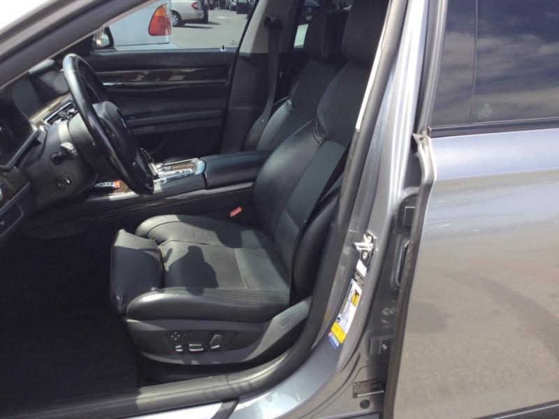 BMW 7-Series 2009 price $7,200