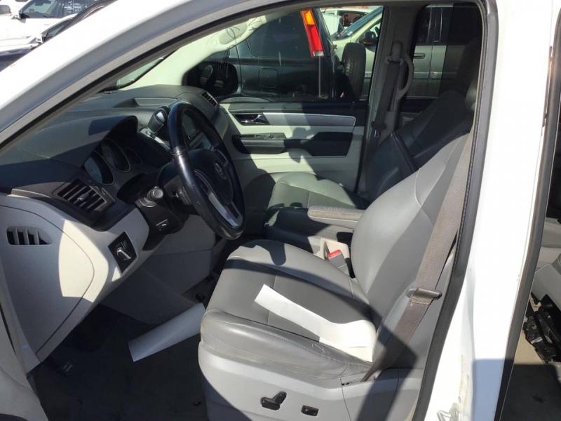 Volkswagen Routan 2013 price $8,650