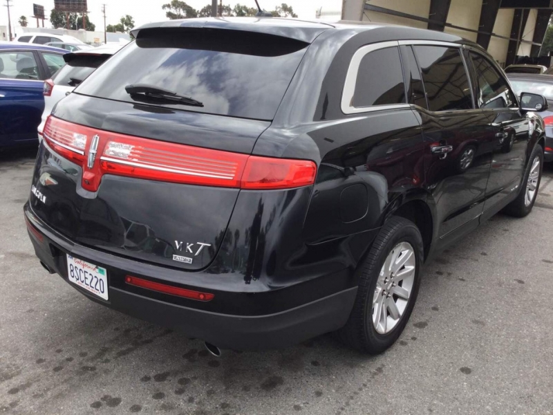 Lincoln MKT 2013 price $8,950
