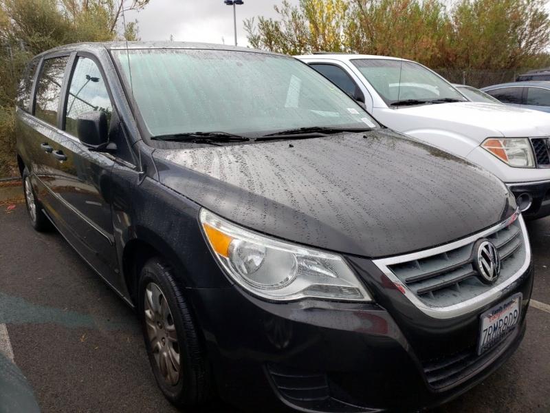 Volkswagen Routan 2012 price $6,450