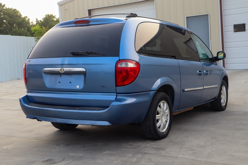 Chrysler Town & Country LWB 2007 price $3,450