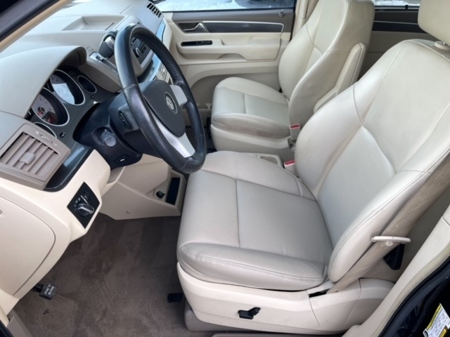 Volkswagen Routan 2010 price $5,998