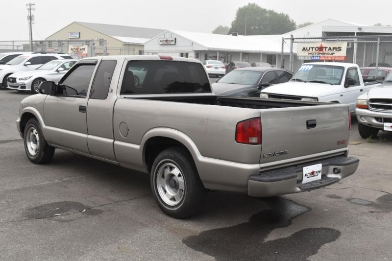 GMC Sonoma 2001 price $4,999