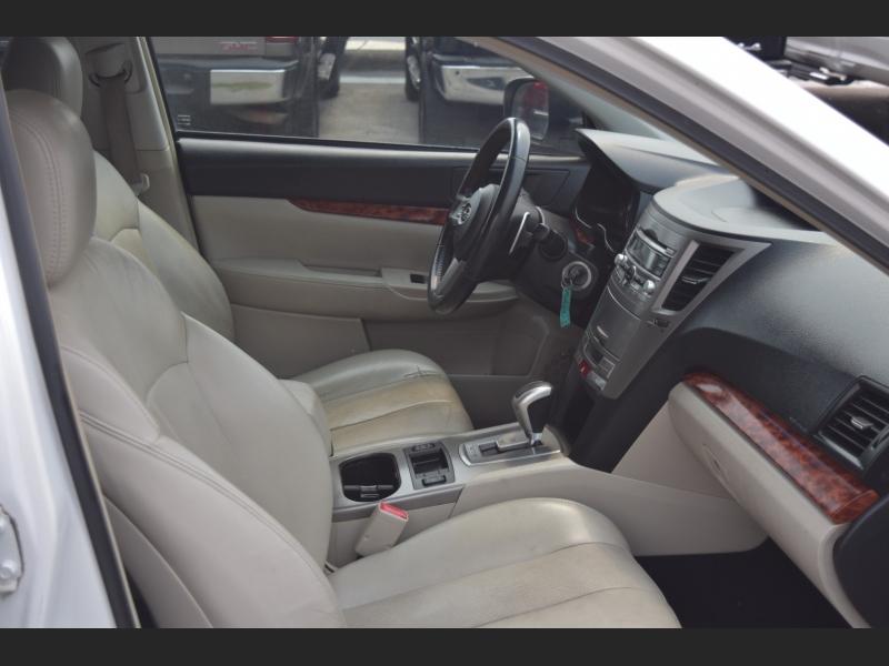 Subaru OUTBACK 2011 price $9,999