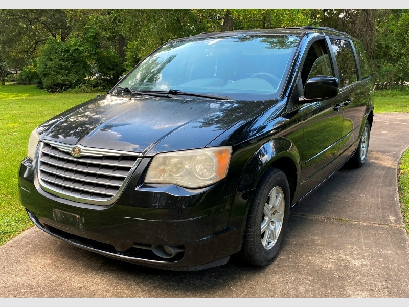 Chrysler Town & Country 2008 price $2,999