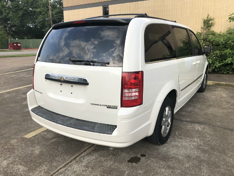 Chrysler Town & Country 2010 price $1,999
