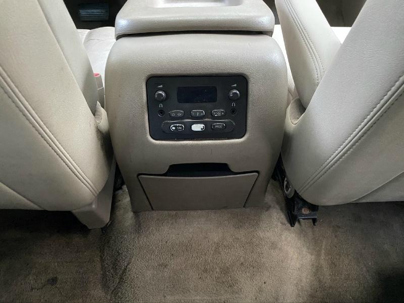 Chevrolet Suburban 2004 price $2,799