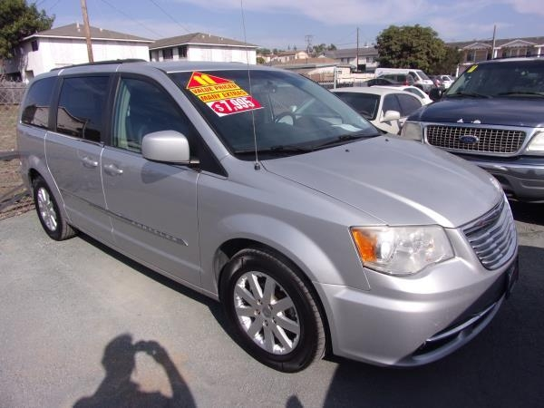 CHRYSLER TOWN amp; COUNTRY 2011 price $5,995