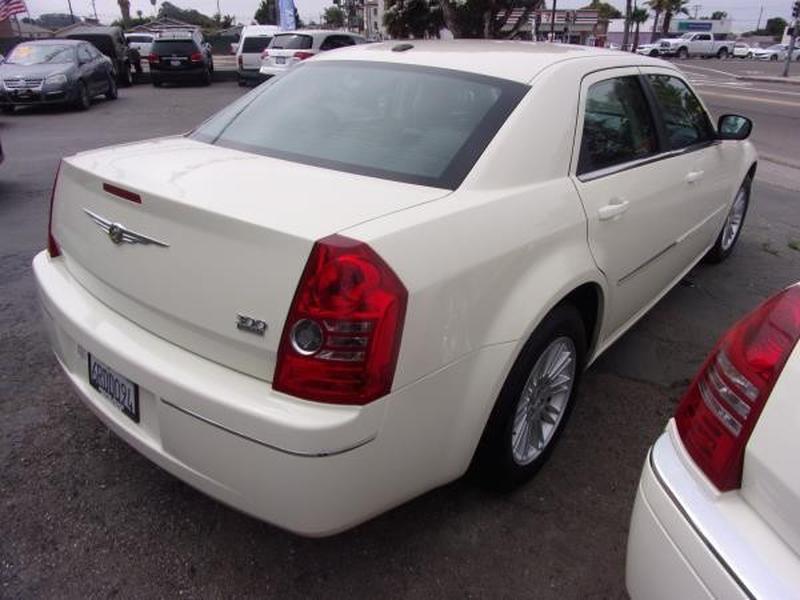 CHRYSLER 300 2009 price $6,995