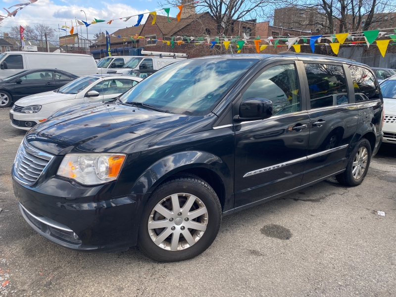 Chrysler Town & Country 2014 price $6,495