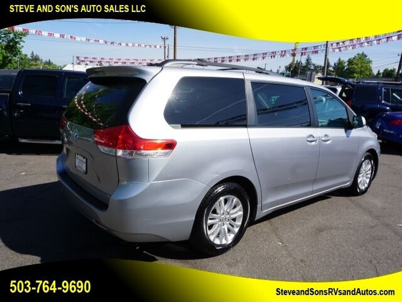 Toyota Sienna 2012 price $14,988