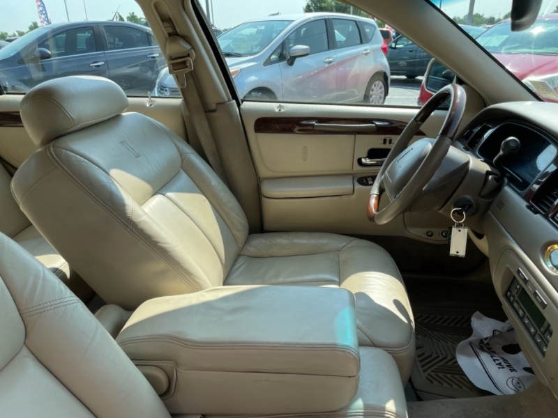 Lincoln Town Car 2002 price LOW DOWN PAYMENT