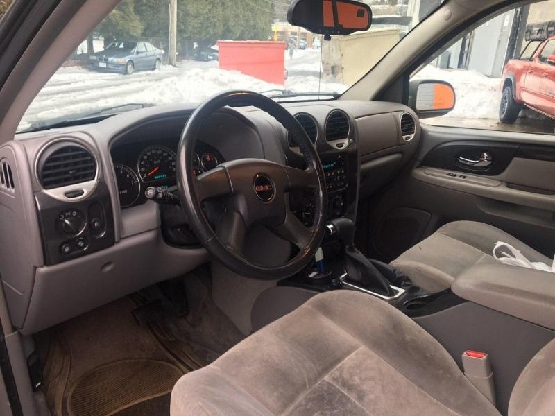 GMC Envoy XL 2005 price $4,200