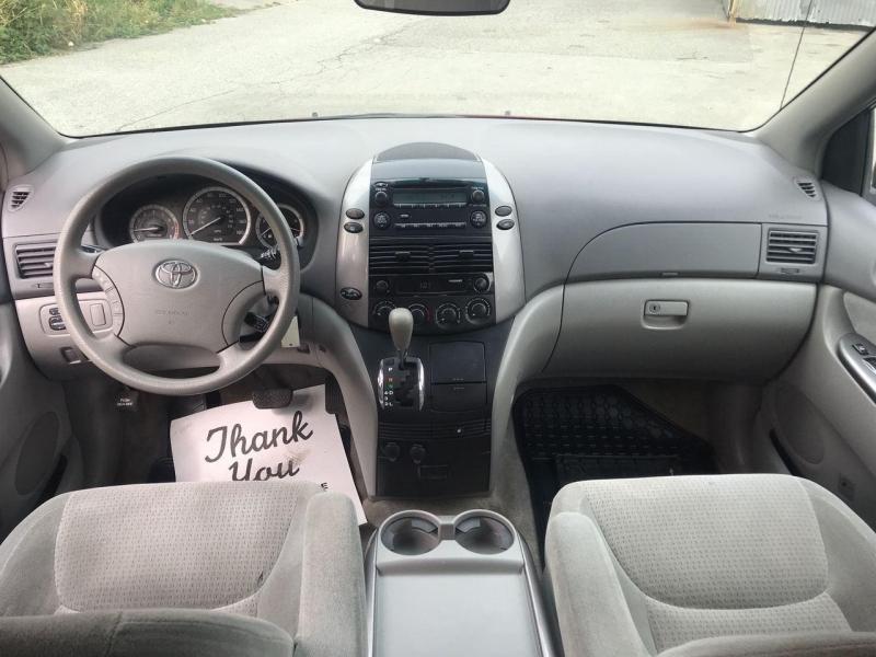 Toyota Sienna 2007 price $7,800