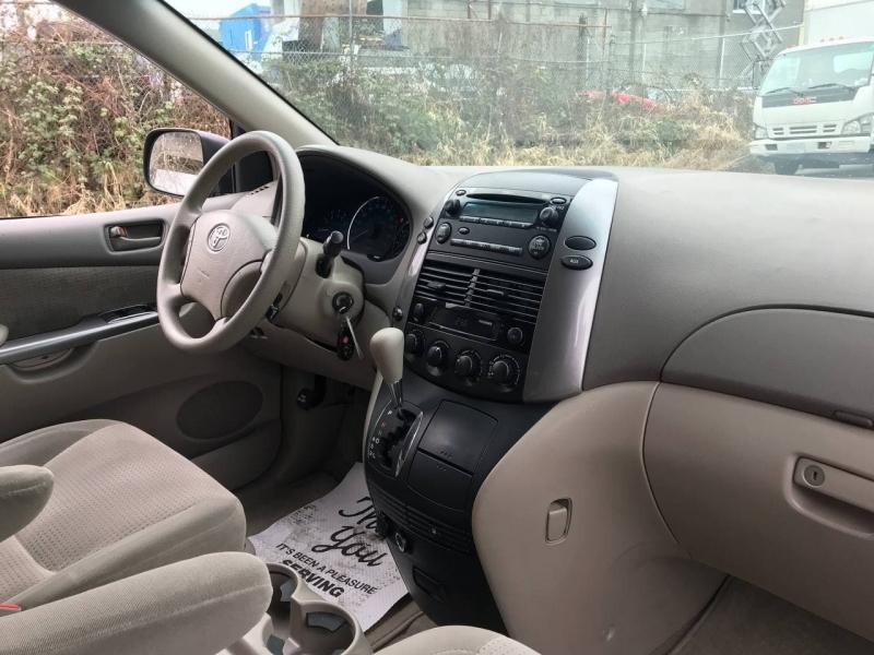Toyota Sienna 2008 price $7,500