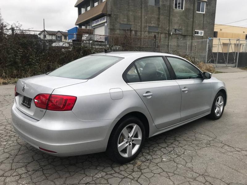 Volkswagen Jetta Sedan 2011 price $8,800