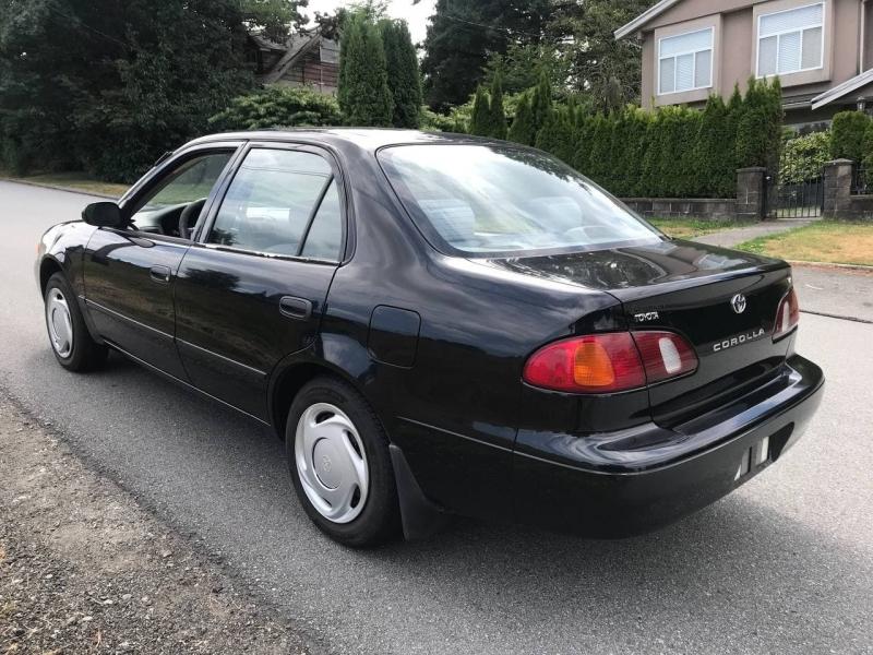 Toyota Corolla 2000 price $3,900