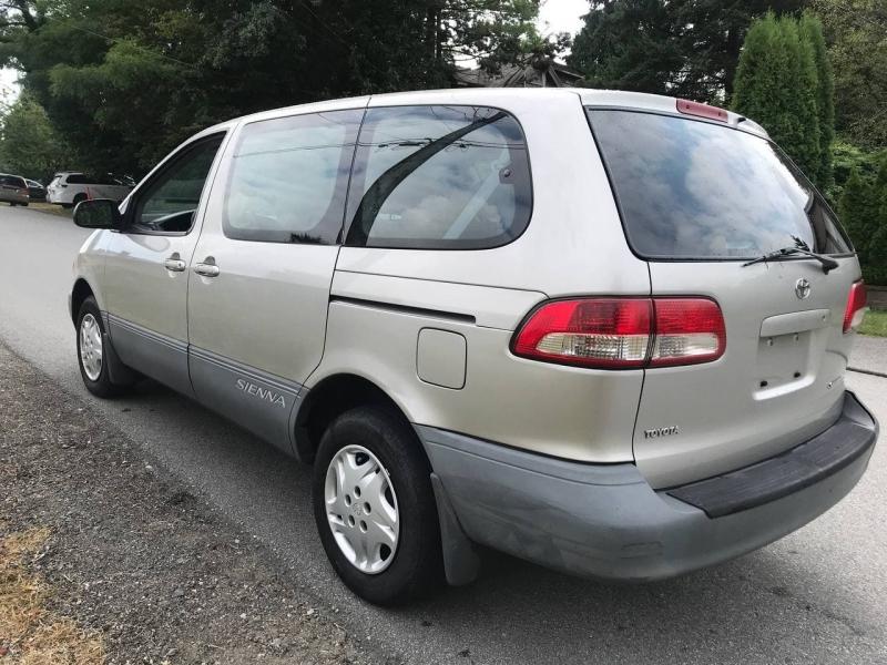Toyota Sienna 2003 price $3,900