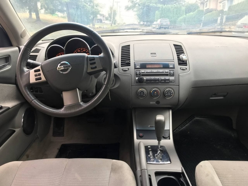Nissan Altima 2006 price $3,900