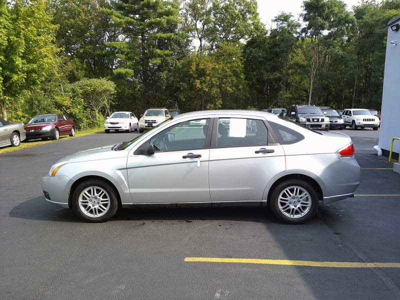 Ford Focus 2011 price $2,850