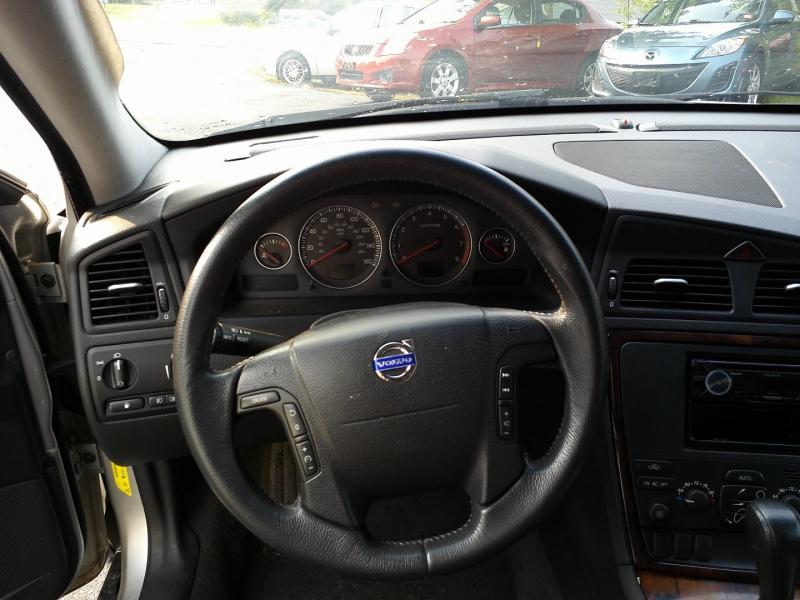 Volvo XC70 2007 price $4,450