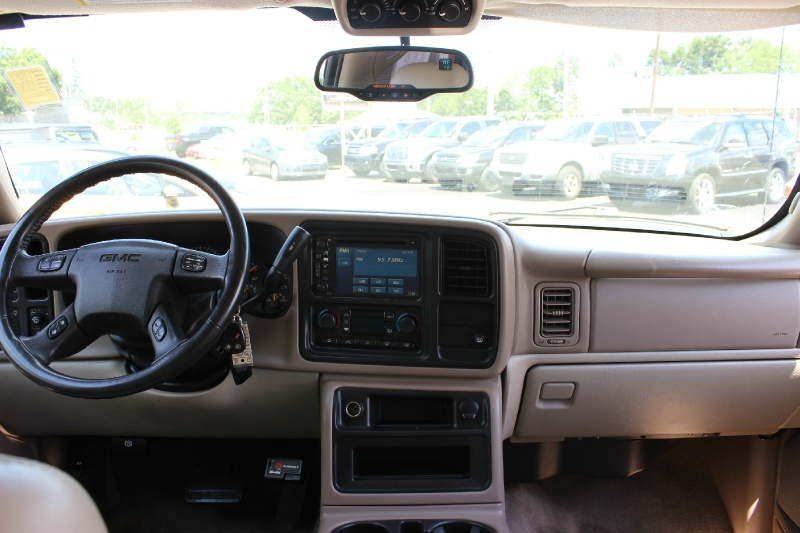 GMC Yukon 2005 price $4,950