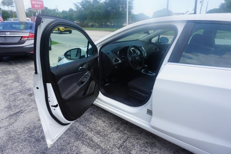 Chevrolet Cruze 2017 price $13,499
