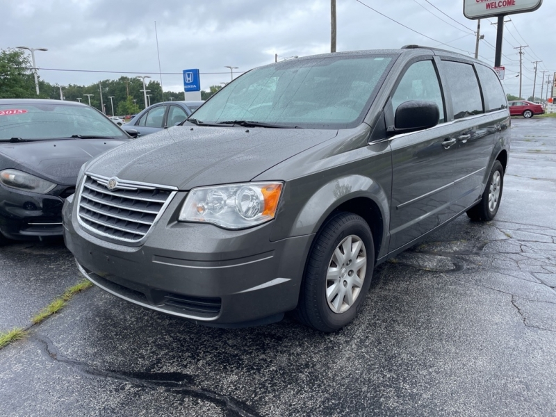 CHRYSLER TOWN AND COUNTR 2010 price $7,995