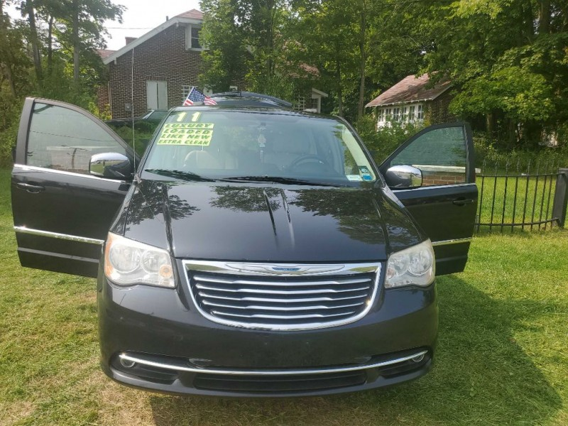 CHRYSLER TOWN & COUNTRY 2013 price $9,420