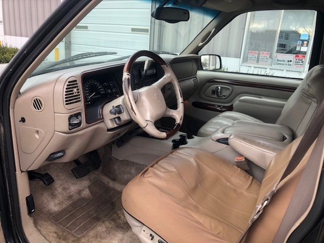 Cadillac Escalade 2000 price $3,999